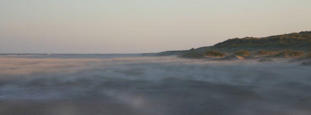 La plage du casino par grand vent.